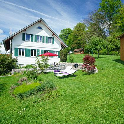 Großer Garten mit Sonnenterasse